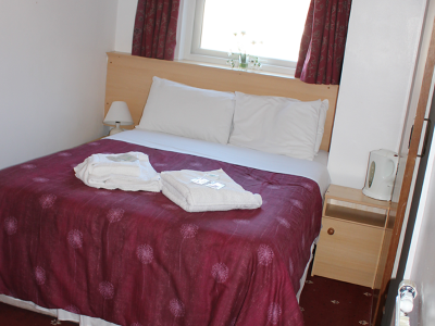 The Brooklyn Hotel small double room with white and red bedding
